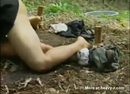 คลิป18+เย็ดหีสาวสวยหน้าเนียนกลางป่าเลียหีหมอยจูบปากโคตรฟิน