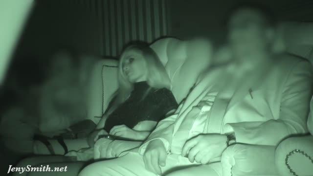 คลิปหลุดฝรั่ง สาวฝรั่งเงี่ยนหนังดูหนังในโรงหนังเปิดนมให้ผชข้างๆดู