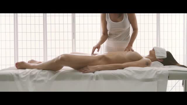 นู๊ดโป๊นวด4K HD เห็นหมดยันหีสาวเกาหลี อยากเป็นหมอนวดจริง นวดเสร็จแล้วจับนาบหีมันซะเลย เย็ดสักน้ำเงี่ยนเธอน่าจะไม่ว่าอะไร