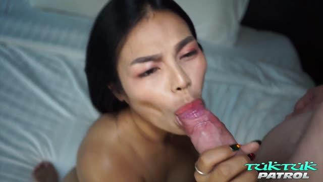 หญิงไทยขายบริการนมใหญ่หีฟิตเจอฝรั่งเย็ดหลายท่าทั้งดูดทั้งเอาเสียวไปตามๆ กัน