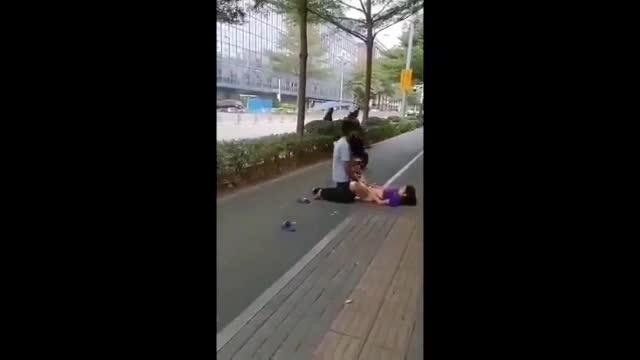 ทำไปได้หนุ่มเมาเหล้าเย็ดสาวเร่ร่อนข้างถนนไม่แคร์สายตาคนมองเอาจนน้ำแตก