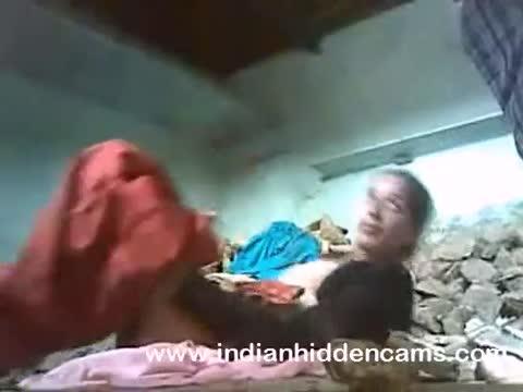 Desipapa คลิปหลุดเด็ดๆ หนุ่มอินเดียรับเหมาก่อสร้างแอบมาหลอยเมียหัวหน้าในห้องพัก pornhd สั่งให้ยืนแล้วจับแหกหีรีบเย็ดก่อนที่หัวหน้าจะมา เย็ดครั้งนี้เอาจนคุ้มเลย
