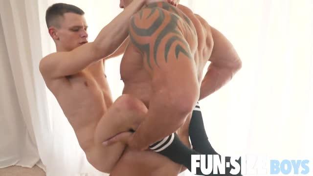 ดูหนังโป๊ผู้ชาย Little guy fucked หนุ่มล่ำควยโตเย็ดเกย์ตัวเล็ก