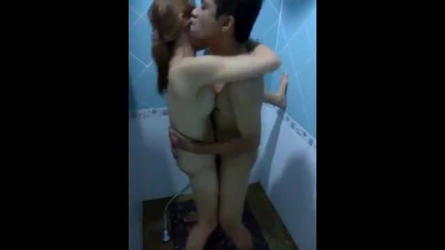 xxxทีเด็ดจากในห้องเช่าพาแฟนน่ารักเข้าไปเอากันในห้องน้ำยืนเย็ดเปลี่ยนฟิวดูบ้าง