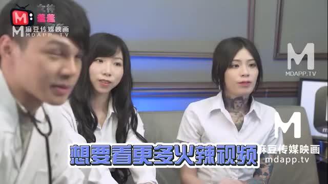 หนังเอ๊กซ์น่าดู รายการออนไลน์จีน พาสองสาวมาแข็งทำให้น้ำหนุ่มแตก คนนึงโม๊คสดแตกใส่ปาก อีกคนขึ้นขย่มเย็ดxnxxเอาแรงๆจนแตกในอย่างมันส์