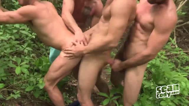หนัง x เกย์ Man Gay cock sucking outdoor ทหารหื่นจับเพื่อนมารุมเย็ด