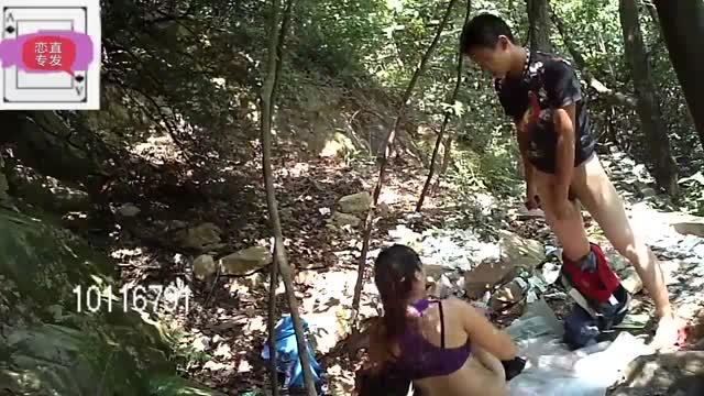 คลิปโป๊แอบมาเย็ดกันในป่าคู่รักนักท่องเที่ยวสงสัยอยากเปลี่ยนบรรยากาศกระเด้าหีเย็ดกันเสียวมาก