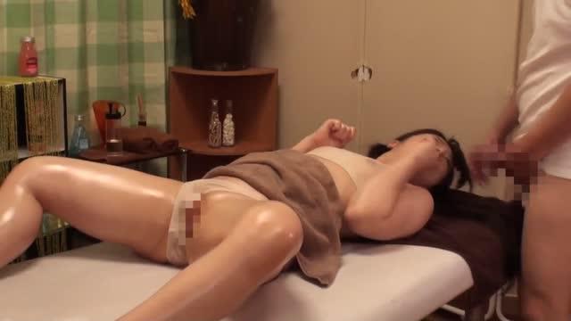 หนังโป๊เจแปน หมอนวดหื่นขึ้นอ่อยสาวขึ้นขย่มควย อ้าหีให้เย็ดสดสุดเสียว