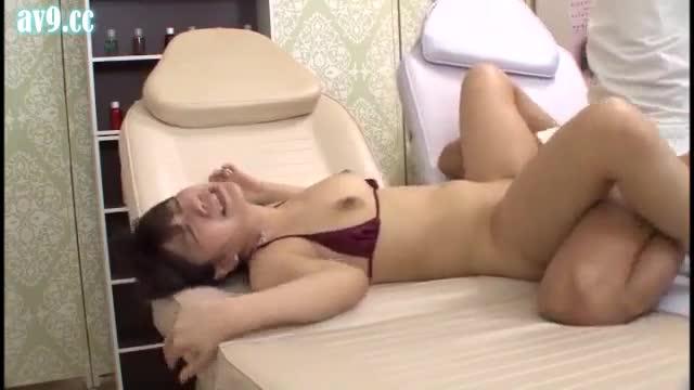 av ซับไทย สองผัวเมียไปหาหมอ โดนหมอชักว่าวแล้วดูดนม ร้องเสียวทั้งคู่
