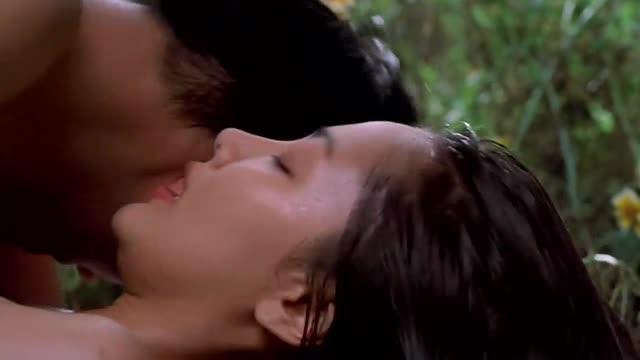 หนังโป๊เกาหลี โอปป้าหนุ่มหล่อล่อสาววัยรุ่นหน้าสวยๆ เย็ดกันบนที่นอนยังไม่พอพาไปต่อในสวน