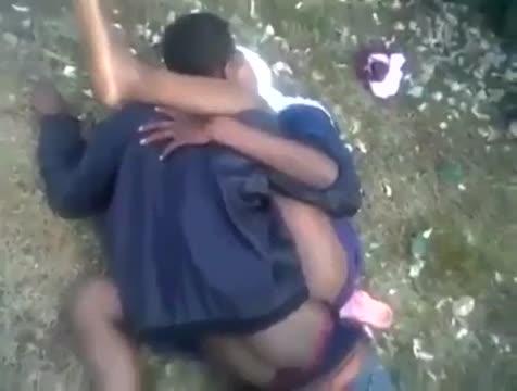คลิปxxx หลุดสาวใต้ ยาวี ที่ปัตตานี นอนเย็ดบนพื้นในป่า คาชุด ซอยยิกๆ ให้เพื่อนถ่ายให้ 18+