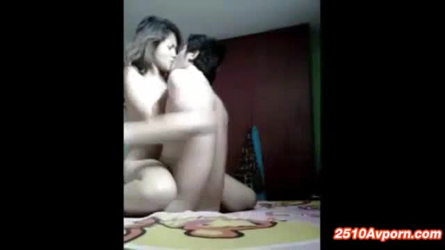 porn xxx ชอบให้หนุ่มเลียหีให้ หนุ่มก็ลงลิ้นรัวๆให้หีแฟนสาว เธอถูกใจร้องครางเสียวชอบใจ