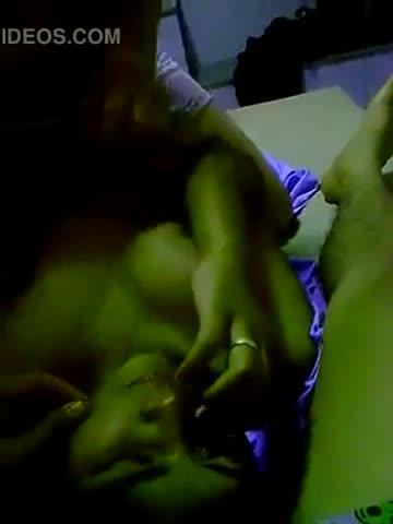 คลิปหลุดภาคอีสาน 18+ Thailand สาวจิ๋มใหญ่ถูกจับเย็ดกระแทก กระหน่ำซอยหีเย็ดในมุ้ง กระทุ้งแรงๆเอากันให้น้ำแตกคารู