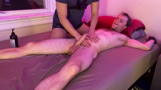 หนุ่มนักกล้ามซิกแพคแน่นเย็ดกับแฟนหนุ่มสายเต้ารับ หนังเอ็กส์เกย์ฝรั่ง GAYBB ปิดไฟกระแทกรูตูดเย็ดเสียว เย็ดตูดปล่อยนํ้าเงี่ยนแตกใส่ปาก