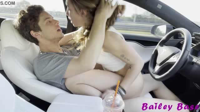 xxx วัยรุ่นหนุ่มสาวเงี่ยนมากไม่ไหวแอบเย็ดกันในรถขึ้นขย่มลีลาโครตดีเลย