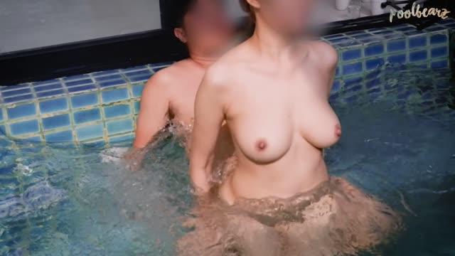 คลิปโป๊ออนไลน์ไทยพาเมียไปเที่ยวเปิดพลูวิลล่า เย็ดในสระน้ำเปลี่ยนบรรยากาศลีลาการเย็ดแต่ละท่าบอกเลยว่าสุด