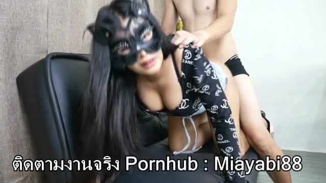 คลิปโป๊พอนฮับ เย็ดสดแตกใน Miayabi88 สาวไทยขี้เงี่ยน โม๊กควยอย่างเก่ง ทั้งดูดทั้งเลีย เลยจัดด๊อกกี้ให้งามๆ กระแทกรัวบนโซฟา เอาหีกันคาชุด แตกในหีเต็มรู