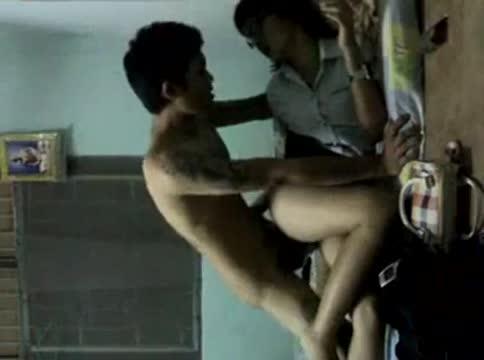 นักศึกษาสาวไทยตั้งกล้องถ่ายคลิปนอนแหกขาให้แฟนหนุ่มเย็ดหีคาชุดเย็ดสดแตกในโครตฟิน