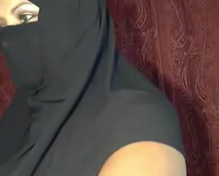 หลุดมุสลิม18+ สาวอัฟกานิสถานเปิดไลฟ์โชว์xxx แก้ผ้าโชว์นมกับหีใหญ่ๆ เนียนดีน่าเย็ดมาก ช่วยตัวเองครางเสียวให้ฟัง