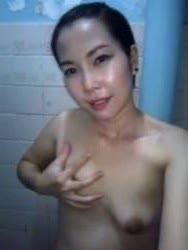 สาวน่าสวยจะอาบน้ำแต่เงี่ยนเค็นนมตัวเองพร้อมแหกหีถ่ายคลิปเก็บไว้