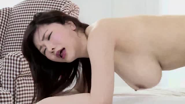 pornนมใหญ่โป๊ โดนไอหนุ่มเงี่ยนๆ กระเด้าหีแรงมาก จนนมสั่นเสียว เสียวจนแตกใน