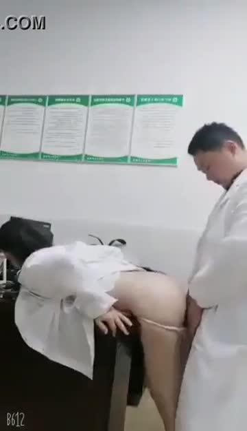 ห้องฉุกเฉินอีโรติก พยาบาลตัวน้อยคันโดยควยใหญ่ของหมอ~ หมอรีบๆ~ คนไข้ยังรออยู่ข้างนอก!
