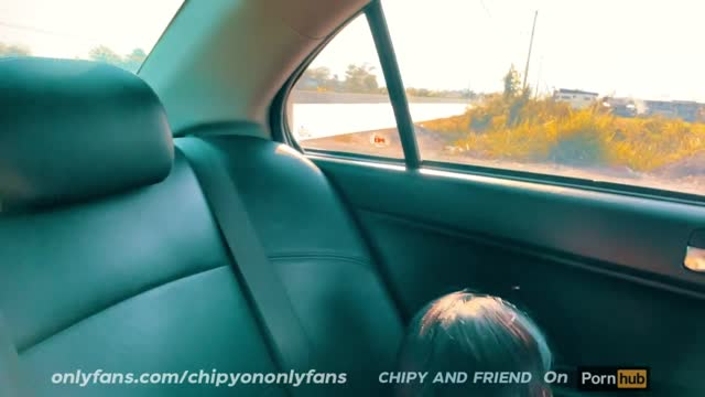 คู่รักไทยพามาเสียวนอกสถานที่ หนังxไทยใหม่ Chipy and Friend ระหว่างทางไปน้ำตกเกิดเงี่ยนหี ถอดกางเกงในแล้วล่อกันในรถ จอดข้างทางเย็ดจนรถสั่นมันฟินมาก