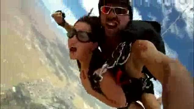หนังโป๊ฟรี เย็ดบนเครื่องบิน นักกระโดดร่มเย็ดกันกลางอากาศเสียบควยเข้าลึกๆน้ำหีพุง