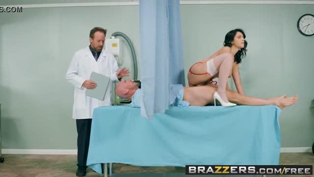คลิปโป๊ฝรั่ง คุณหมอกับพยาบาลสาวสุดสวย ลีลาเด็ด เซ็กซี่โคตรเสียว