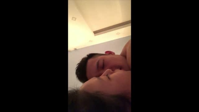 คลิปโป๊ใหม่ xxxหลุดดาราสาวชื่อดังของเวียดนามตั้งกล้องเย็ดกับแฟนหนุ่มนายแบบคมชัดระดับHD
