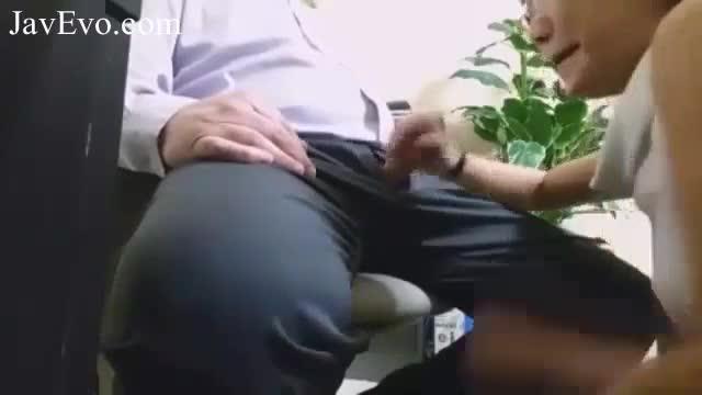 คลิปโป๊นะเจ้านายแอบมีsexกับพนักงานหญิงในOffice