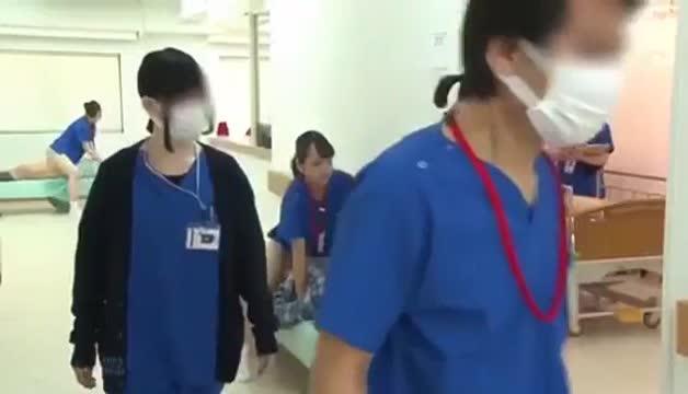 หนังโป๊ญี่ปุ่นสาวพยาบาลสุดสวย รุมเย็ดคนไข้สุดหล่อ 2ต่อ1 จับโมกควยอีกคนขึ้นขย่มเอาหีให้เลียอย่างมันเสี่ยวมาก