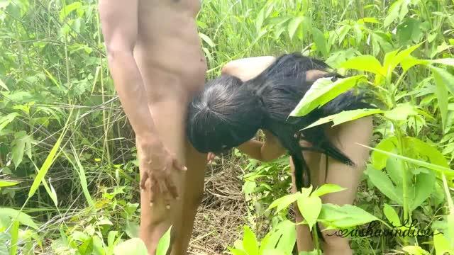 โดนเย็ด ชวนกันมาเย็ดข้างทางทนไม่ไหวเพราะอยากจัดมานาน เล่นเย็ดกันที่ข้างป่าเลย แซ่บได้เหมือนกัน