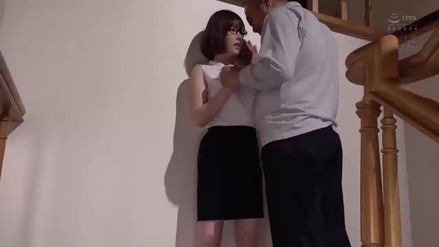 ชายแก่พาสาวรุ่นลูกมาเย็ดที่ห้องนมอย่างใหญ่เย็ดมันสุดดๆ
