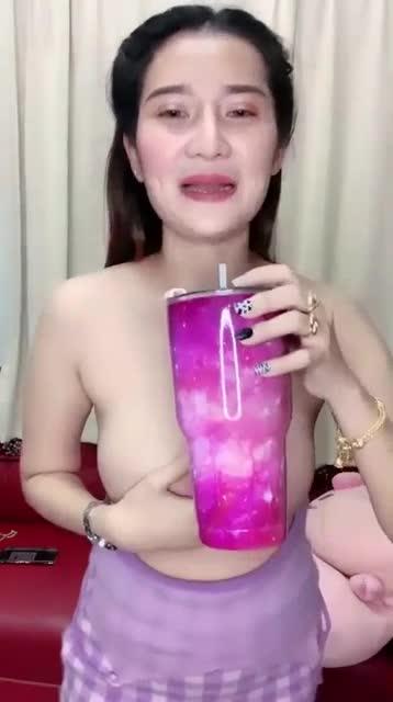 สาวใหญ่หุ่นเด็ดทำนมมาสวยมาก บีบนมยั่วเย็ดในไลฟ์สด บอกเลยว่างานดีน่าxxxสุดๆ