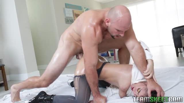 Porn XXX แม่สาวหน้าคมโชว์ตูดสุดเด้งยั่วยวนได้ใจ โดนจับเย็ดกระแทกหีมันส์เอากันอย่างเสียว