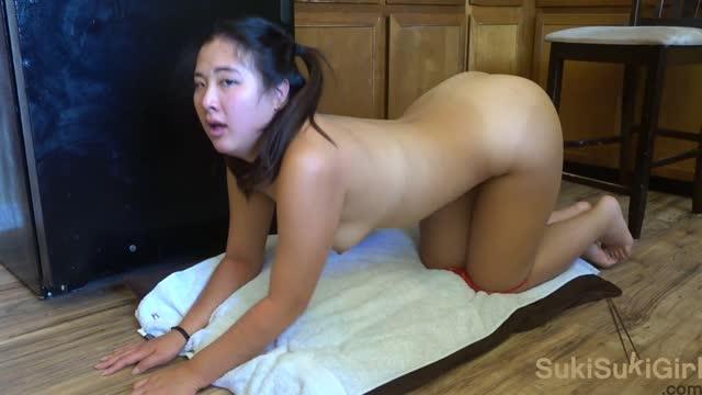 หนังxxxสาวไทยอมควยใหญ่จนน้ำแตกคาปากแล้วโดนจับเย็ดท่าหมาเสียงร้อง ดังมาก