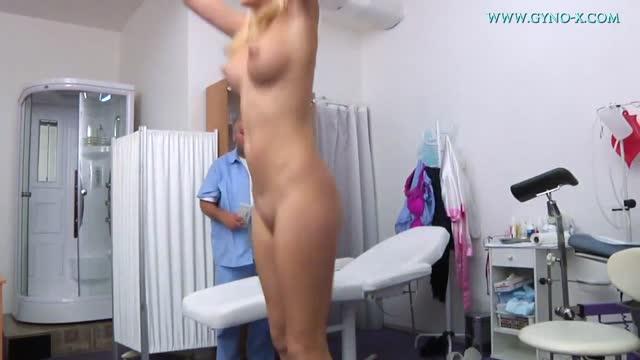 หนังโป๊ฝรั่งแก่ หมอเย็ดคนไข้ Horny old doctor fucking young patient yed18