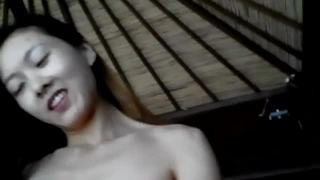 คลิปหลุดไทยxxx หนุ่มเงี่ยนพาแฟนมาเย้ดหีที่บ้านเอากันสุดมัน์แฟนสาวขึ้นขย่มเอง