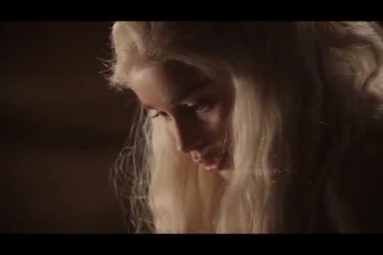 ฉากโป๊ระดับHollywood ลีลาเย็ดสดจากหนังซีรีย์ Game of Thrones แม่มังกรคนสวยกับผัวคนแรก เย็ดกับคนป่าควยใหญ่เท่าแขน ขย่มควยเย็ดโหดๆ หีขาวนมสวยจริง Emilia Clarke
