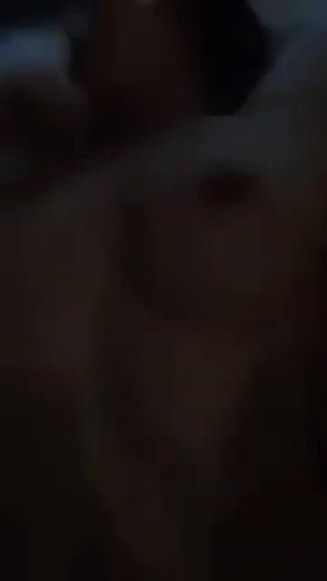 คลิปหลุดไทย นศศึกยอมโดนเปิดซิงหีกับแฟนตั้งกล้องถ่ายขึ้นโยกให้เย็ดสดแตกในทั้งน้ำตา