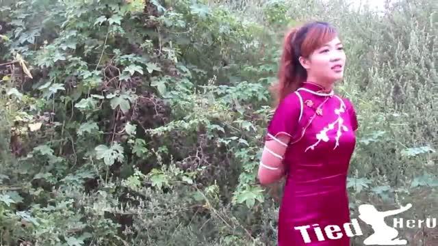 หนังโป๊X นางแบบนู้ดจีน 18+ ถ่ายภาพหีวันตรุษจีนแนวเอาท์ดอร์ สวมชุดกี่เพ้าโชว์หีกลางแจ้งรับปีใหม่จีน กับฉากเด็ดตอนแคสติ่งโชว์หีเสร็จ อยากดูหีนางแบบนู้ดจีนโดนเย็ดในป่าปักหมุดรอเลยจ้า