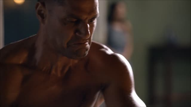 Sex Scene ฉากหลุดภาพควยเย็ดหีของพระเอก Andrew Whitfield ตอนเล่นเรื่อง Spartacus xxxควยนักรบทั้งใหญ่ทั้งยาวถูกใจราชีนีขี้เงี่ยนอย่างลูซี่ ลอว์เลส