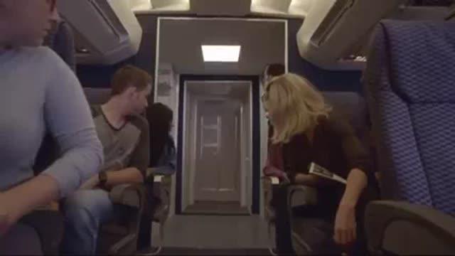 หนัง18+ฝรั่งเด็ดๆ ผัวอยากมีเซ็กส์บนเครื่องบิน ชวนเมียไปเย็ดในห้องน้ำเครื่องบิน Xnxx จับกระแทกหีซอยรัวไม่ยั้ง ครางดังลั่นห้องน้ำ จนผู้โดยสารคนอื่นได้ยิน เย็ดโหดมาก