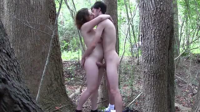 พาแฟนสาวมาเที่ยวป่า ก่อนจะตั้งกล้องยืนเย็ดหีแฟนสาวกลางป่าเลย