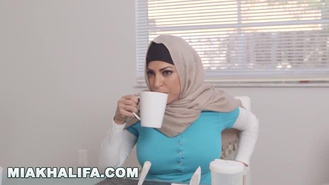 MIA KHALIFA หนังโป้สวิงกิ้งอิสลาม Julianna Vega กับ Violet Myers สามสาวหีอิสลามรุมเย็ดผู้ชายคนเดียว แถมเลียหีผู้หญิงกันเอง ทั้งยังรอกินน้ำเงี่ยนตอนใกล้แตก